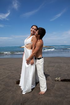 Free Romantic Couple At The Beach Stock Photo - 19584990