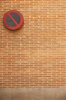 Free Brick Wall With No Parking Sign Stock Images - 19585514