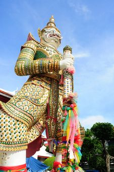 Free Giant Symbol, Wat Arun Temple Royalty Free Stock Photo - 19588525