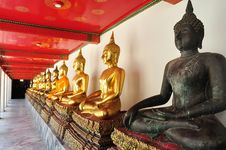 Free Golden Sitting Buddha Statues In Wat Pho Royalty Free Stock Photos - 19589618