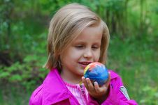 Free Girl With Ball Royalty Free Stock Images - 19589659