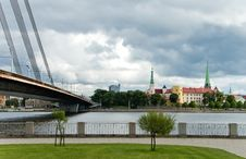 Free Modern Bridge And Old City Riga, Latvia Royalty Free Stock Photo - 19591265
