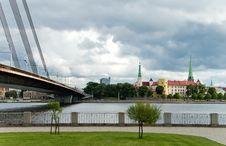 Free Modern Bridge And Old City Riga, Latvia Royalty Free Stock Photo - 19591265
