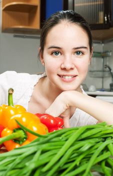 Free Young Beautiful Caucasian Woman In The Kitchen Stock Images - 19594374