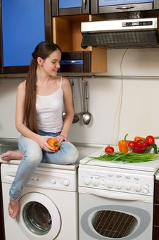 Free Young Beautiful Caucasian Woman In The Kitchen Stock Images - 19594474