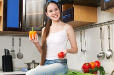 Free Young Beautiful Caucasian Woman In The Kitchen Royalty Free Stock Photo - 19594485
