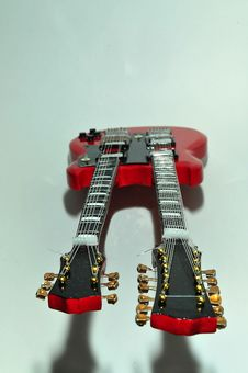 Free Guitar 04 Royalty Free Stock Photos - 19596758