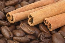 Free Cinnamon Sticks Over The Coffee Beans Stock Images - 19598144