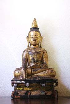 Free Golden Buddha Image Royalty Free Stock Images - 1967199