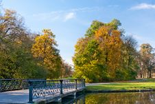 Free Bridge In The Park Royalty Free Stock Image - 19600116