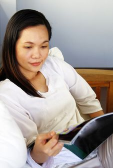 Free Young Woman Reading A Magazine Royalty Free Stock Image - 19600226