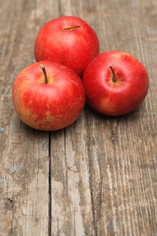 Free Red Apple On Old Wooden Background Royalty Free Stock Photos - 19601358