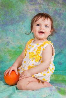 Little Girl With The Orange Royalty Free Stock Photos