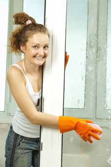 Free Girl Washing The Window Royalty Free Stock Photography - 19612147