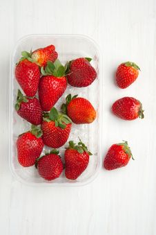 Free Box Of Strawberries Royalty Free Stock Photography - 19614987