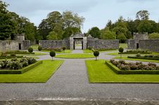 Free Portumna Castle Courtyard And Gates Stock Photography - 19616162