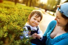 Free Small Girl Enjoying Life With Her Mother Stock Photography - 19617632
