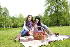 Free Mother And Daughter Relaxing Outdoors Stock Photography - 19619312