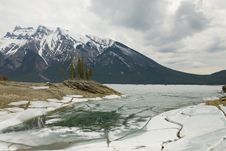 Free Traquil Scene Of Frozen Lake Minnewanka Stock Photos - 19620013