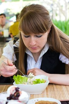 Free Young Woman Eating Salad Royalty Free Stock Photos - 19623908