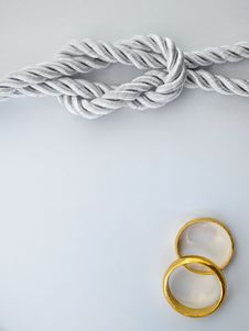 Free Silver Rope And Double Gold Ring Stock Photo - 19625960