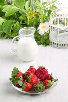 Plate With Fresh Strawberries Stock Photo