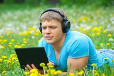 Free Young Man Using A Laptop And Listening Music Royalty Free Stock Images - 19629429