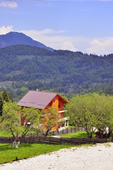 Free Mountain Cottage Royalty Free Stock Photo - 19632405