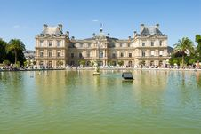 Free Luxembourg Palace And Octagonal Basin. Royalty Free Stock Photos - 19633908