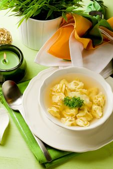 Free Tortellini In Bouillon Royalty Free Stock Photos - 19647178