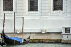 Free Gondola And Venetian Architecture Royalty Free Stock Photos - 19648098