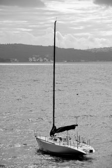 Free Black And White Yacht Royalty Free Stock Photos - 19652938