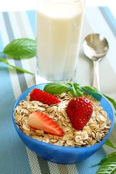 Free Oats And Strawberry In Bowl And Glass Of Milk Royalty Free Stock Photo - 19653905