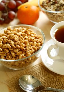 Free Muesli, Cup Of Tea On Table Stock Images - 19654144