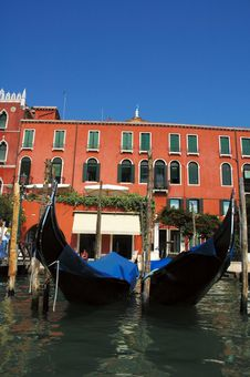 Free Two Gondolas Royalty Free Stock Photos - 19659588