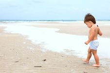 Free Child On A Beach Royalty Free Stock Images - 19667869