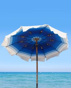 Free Blue Beach Umbrella Royalty Free Stock Photography - 19669307