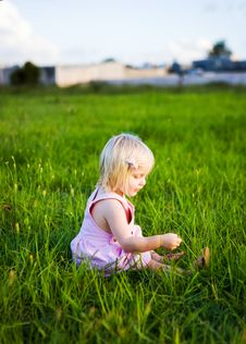 Free A Little Girl Playing In The Grass Stock Photography - 19674662