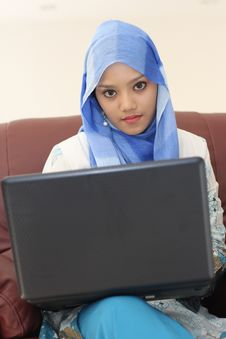 Free Muslim Woman With Laptop Royalty Free Stock Image - 19685106