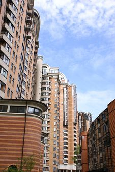 Free Modern Apartment Complex Royalty Free Stock Image - 19686986
