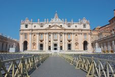 Free St. Peter S Basilica Royalty Free Stock Photography - 19687727