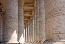 Colonnade In Piazza San Pietro Royalty Free Stock Photos