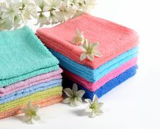Free Colorful Bath Towels Royalty Free Stock Photography - 19689497