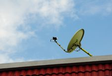Satellite Dish And Blue Sky Royalty Free Stock Photography