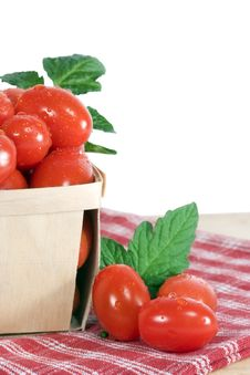 Grape Tomatoes In Wood Basket Royalty Free Stock Images