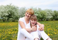 Free Girl With Mother In Spring Park Royalty Free Stock Images - 19693809