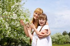 Free Girl With Mother In Spring Park Royalty Free Stock Photography - 19693827