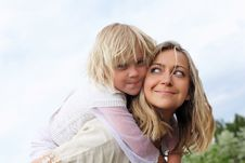 Free Girl With Mother In The Park Royalty Free Stock Image - 19693836