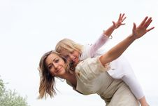 Free Girl With Mother In The Park Stock Photography - 19693852