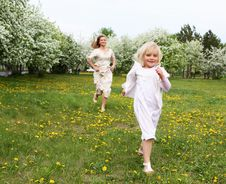 Free Girl With Mother In The Park Stock Photography - 19693862